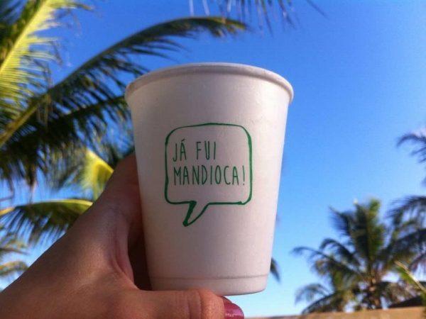 Startup brasileira produz embalagens biodegradáveis feitas de mandioca